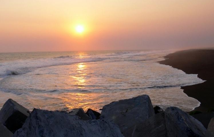 sunset di pantai trisik